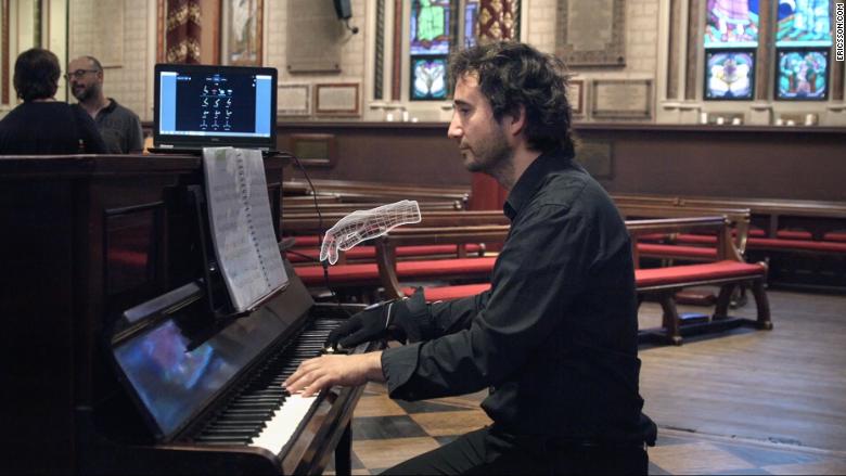 CNN 5G Pianist